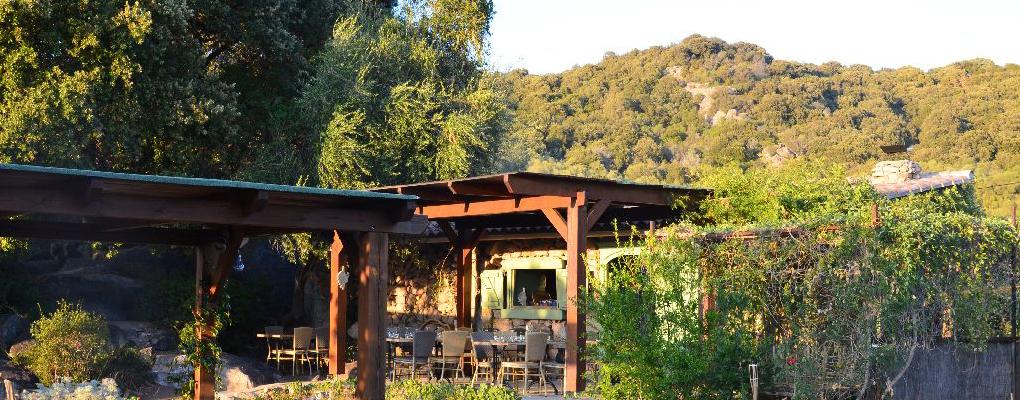Un restaurant situé à flanc de colline